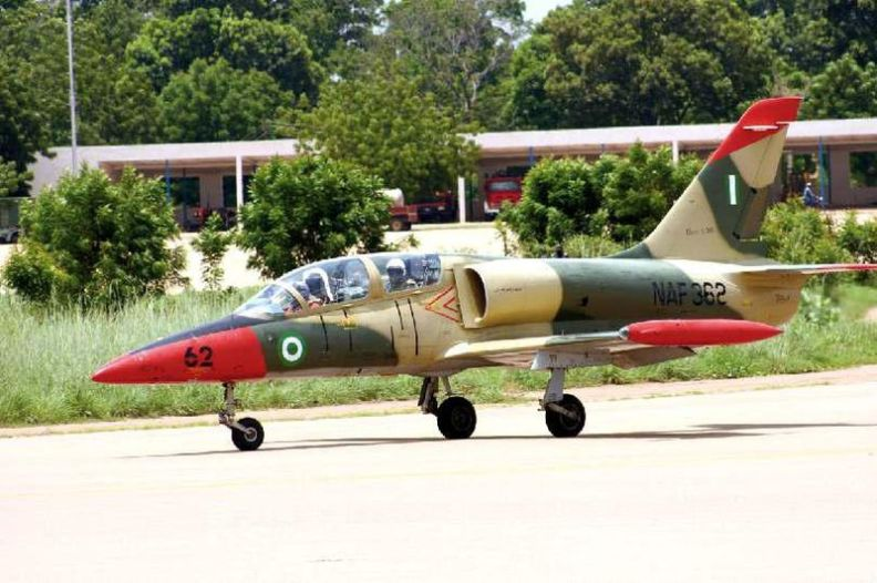 800px-Aero_L-39_Albatros_Nigerian_Air_Force.jpg