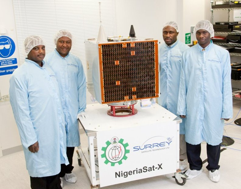 NigeriaSat-X-with-Nigerian-engineers