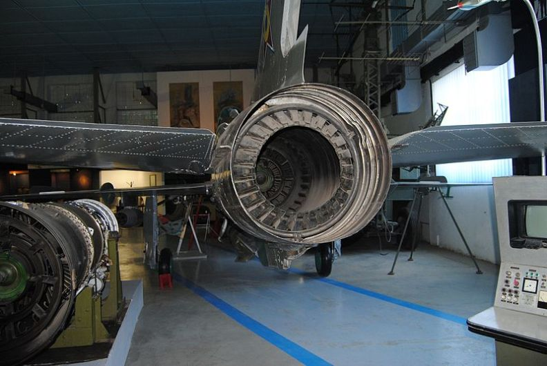 800px-Back_of_a_MiG-21